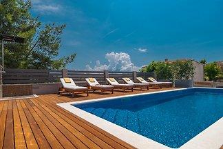 Villa Arya, heated pool, near beach