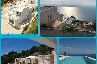 Villa Infintum, Pool, Meersicht