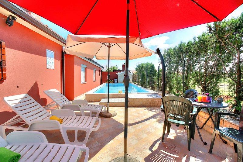 Pool,Wasserfall schöne Erfrischung ,für heisse Sommertage