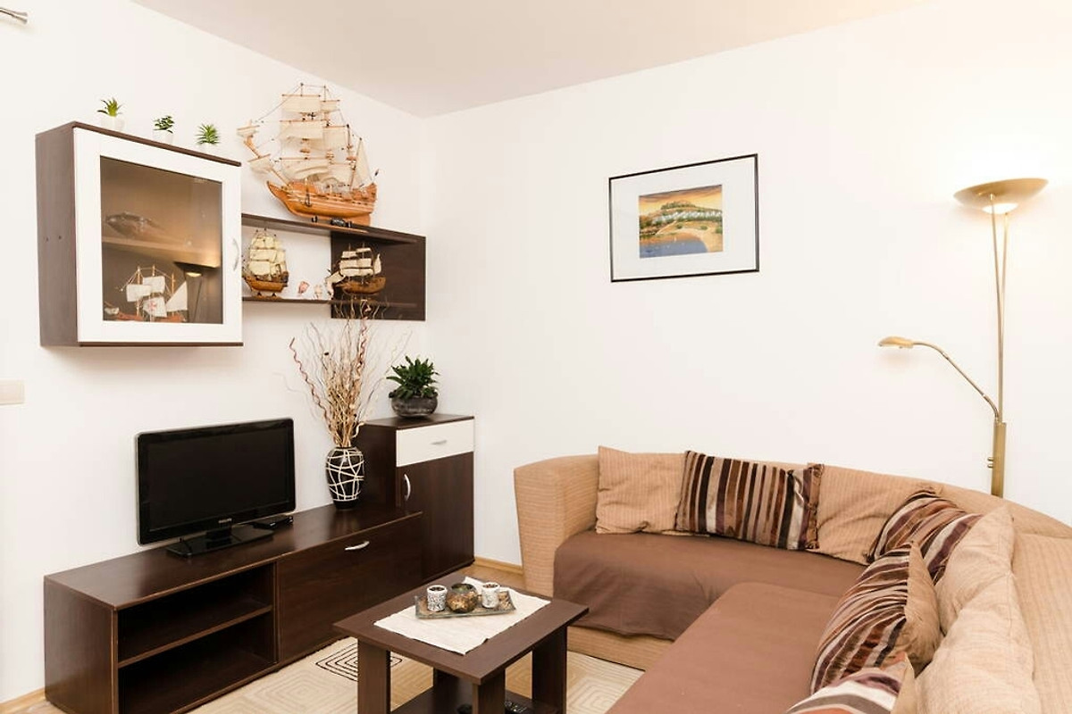 Apartment andrea with free parking ferienwohnung in for Sofa 8 personen