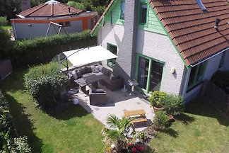 Very well equipped, detached, gated holiday home with 3 bedrooms. Guests with children and dogs are welcome.