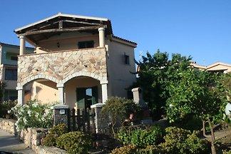 Villa GineVra. jardín privado