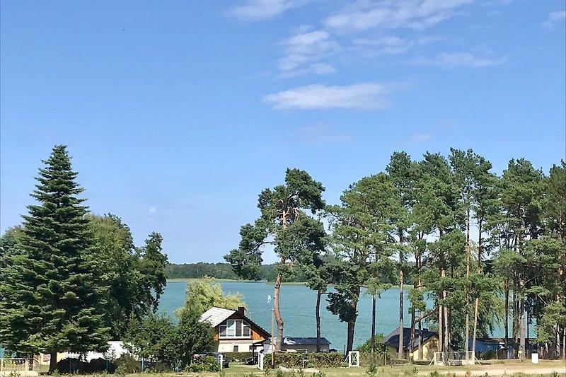 Blick vom Haus auf den Plätlinsee mit Seezugang