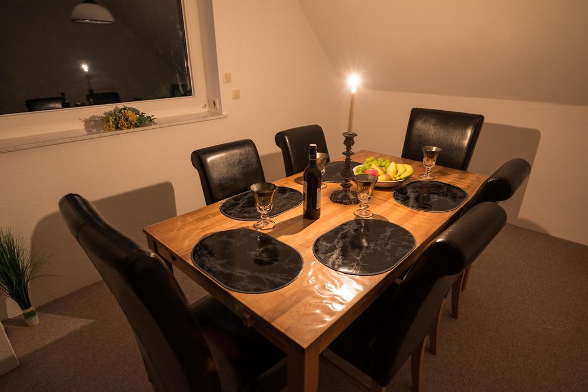 Wohnzimmer Essecke Bei Kerzenlicht