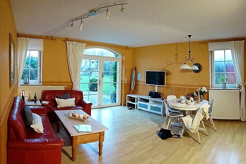 Wohnbereich von der 92 qm Ferienwohnung.