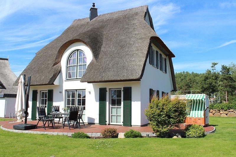 Garten und mit großer Terrasse