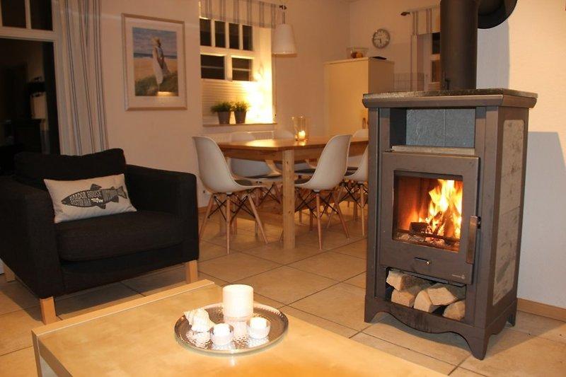 Wohnzimmer mit Kamin für gemütliche Stunden