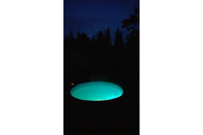Whirlpool bei Nacht