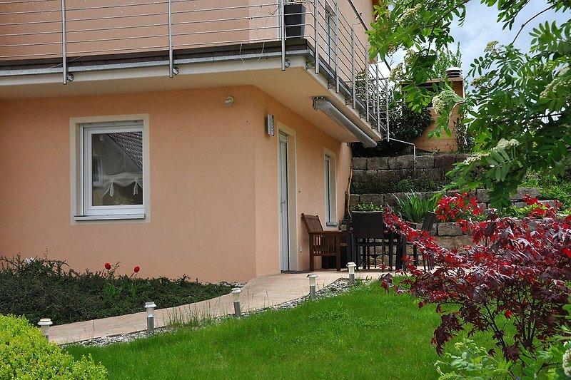 Terrasse und Garten (nur) für unsere Gäste