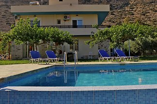 Fully equipped holiday apartment, ideal for families with children and groups. Located in South Crete, in a quiet neighbourhood. Swimming pool available!