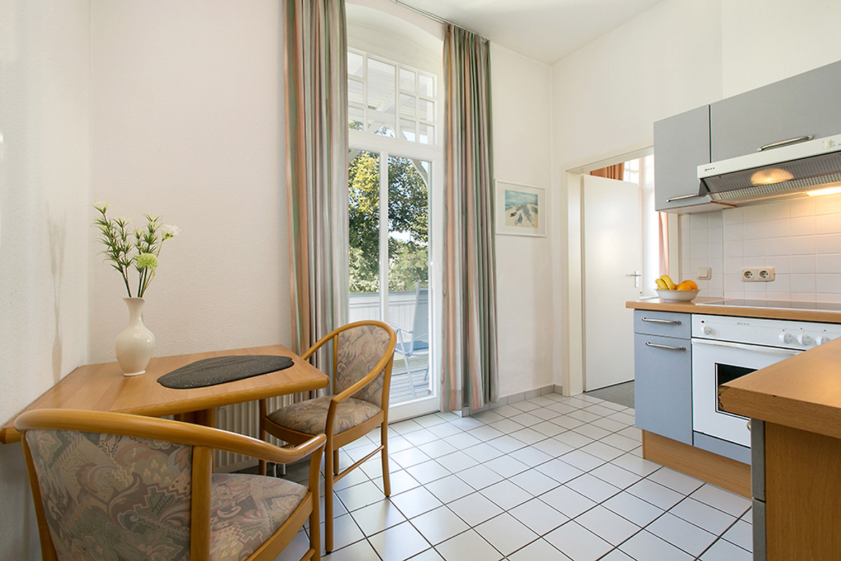 villa metropol fewo charlotte ferienwohnung in binz mieten. Black Bedroom Furniture Sets. Home Design Ideas
