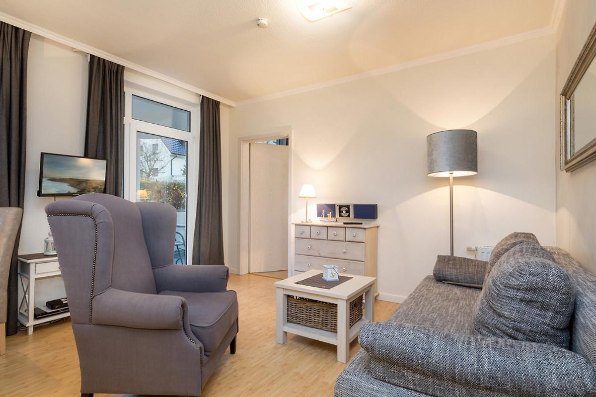 residenz d nenstra e fewo nr 8 in binz frau sandmann. Black Bedroom Furniture Sets. Home Design Ideas