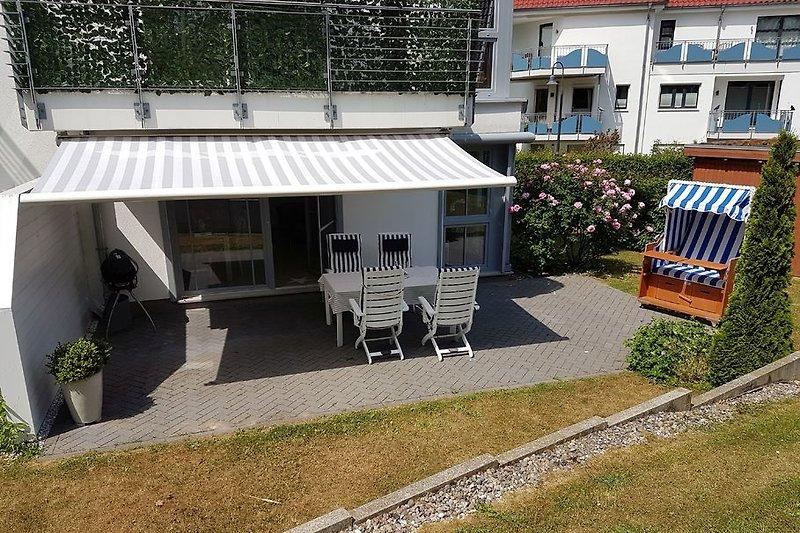 Terasse Tisch 4 Stühle Strandkorb Weber Gas Grill