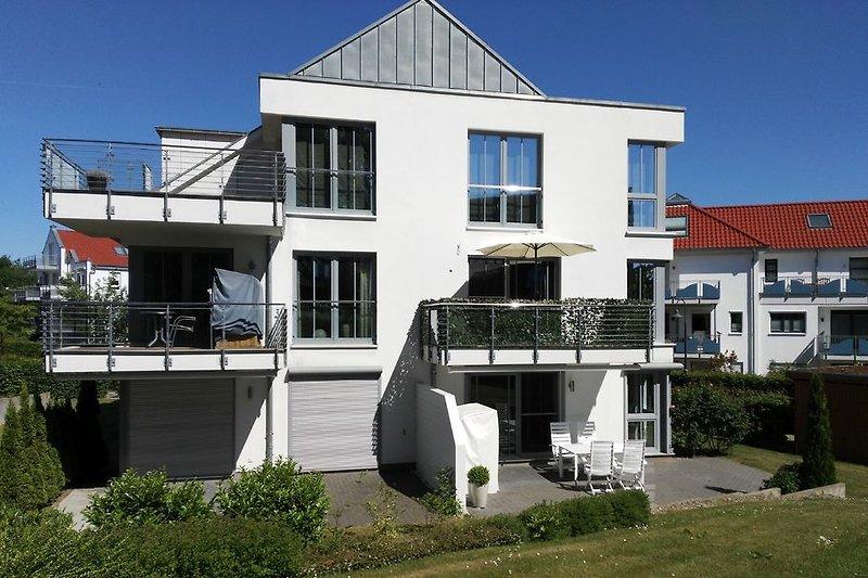 Haus mit Terasse rechts