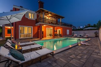 Haus with pool near the beach
