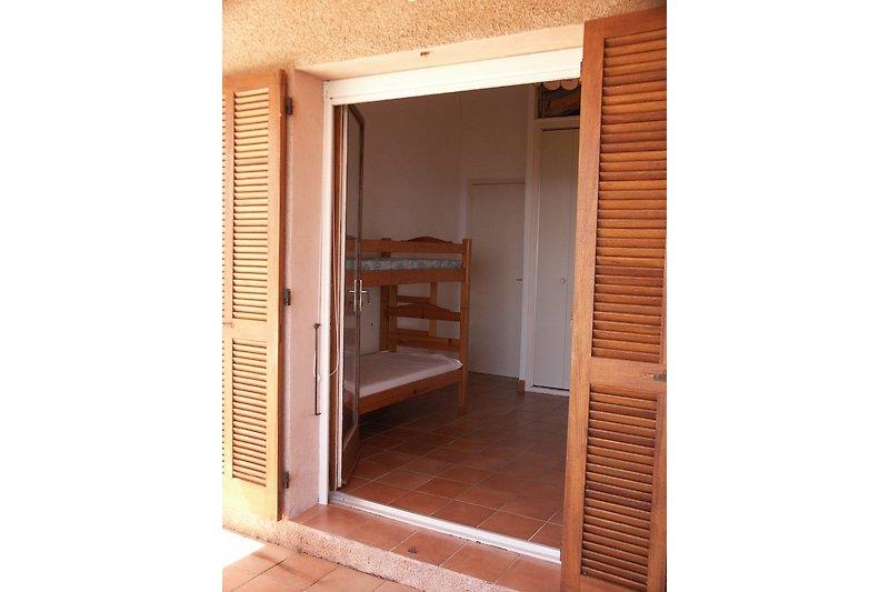 casa bavella ferienhaus in porto vecchio mieten. Black Bedroom Furniture Sets. Home Design Ideas