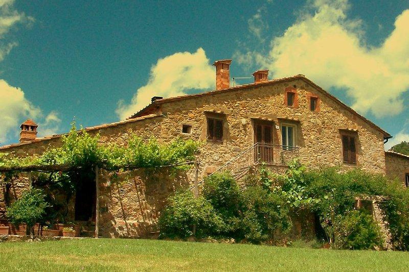 Hausseite mit den Wohnungen Pio und Il Tino