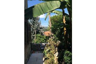 idílico apartamento con jardín