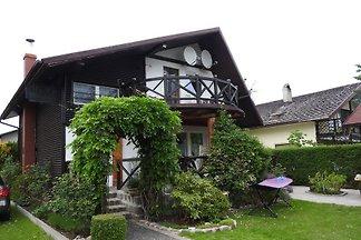 Geräumiges Haus in Strandnähe. Unser Haus ist besonders für Familien geeignet, die einen Urlaub an der noch unverbauten Ostseeküste verbringen möchten.