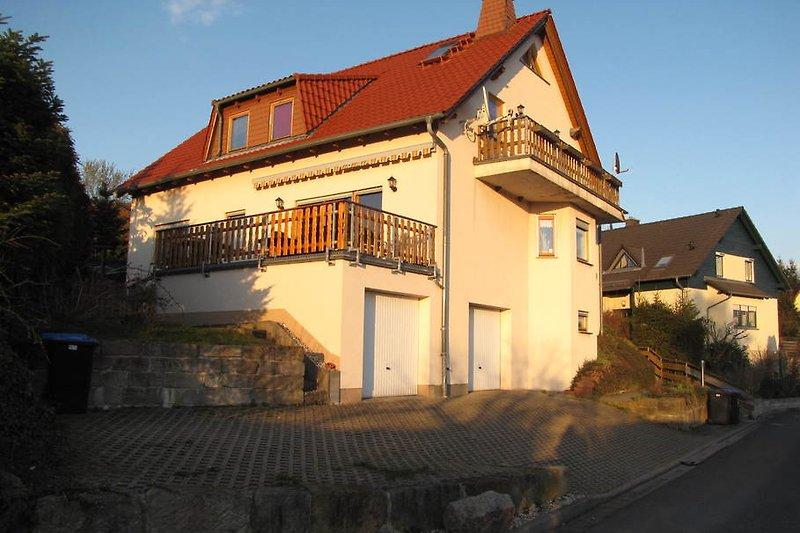 Haus mit Ferienwohnung im Ober- und Dachgeschoss