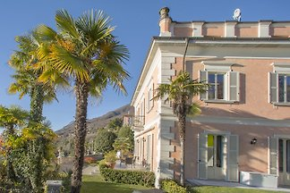 The Palazzo is located 20 km from Ascona and 9 km from Verbania on a southern slope, perfectly aligned with the sun. From the house and from the entire property you have a dream view.