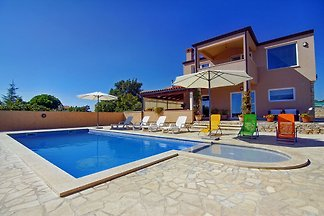 VILLA PASCAL - beach 10 min walking