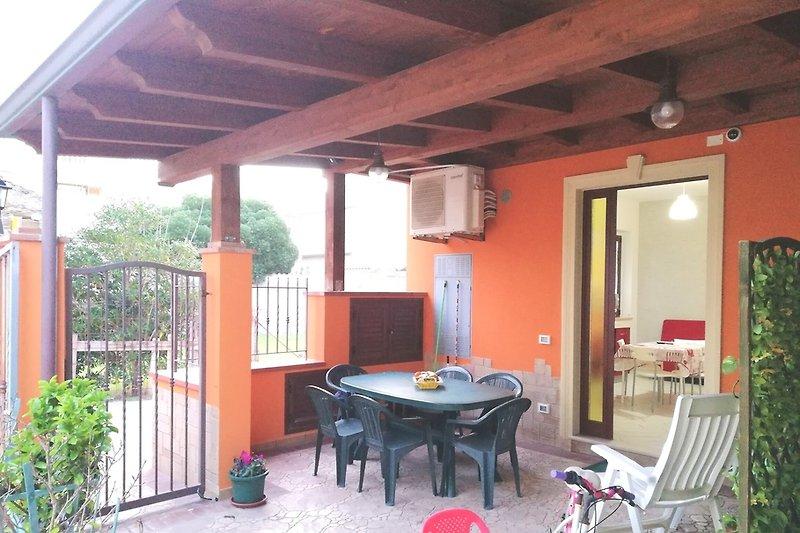 strandhaus f r familien mit kindern ferienhaus in capo d 39 orlando mieten. Black Bedroom Furniture Sets. Home Design Ideas