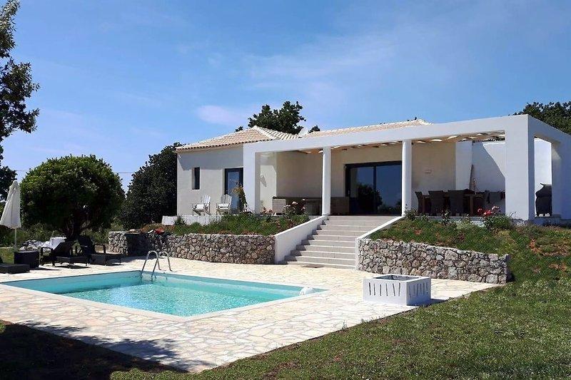 Villa ENA mit eigenem Pool