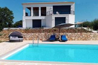 Villa VIO direkt am Meer mit Pool