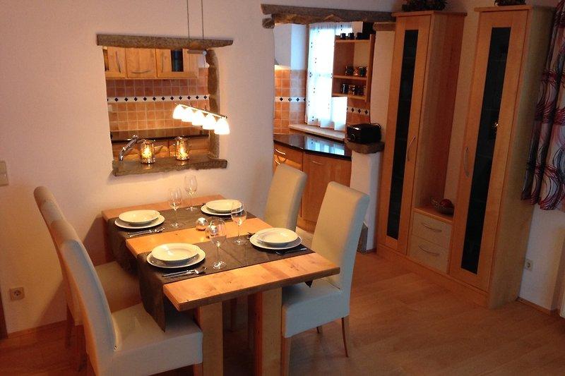 Essbereich mit ausziehbarem Tisch für bis zu 6 Personen