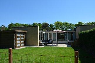 Neu renoviertes Ferienhaus im Strandnähe direkt hinter den Dünen mit umzäunten Garten und grosse Terrasse