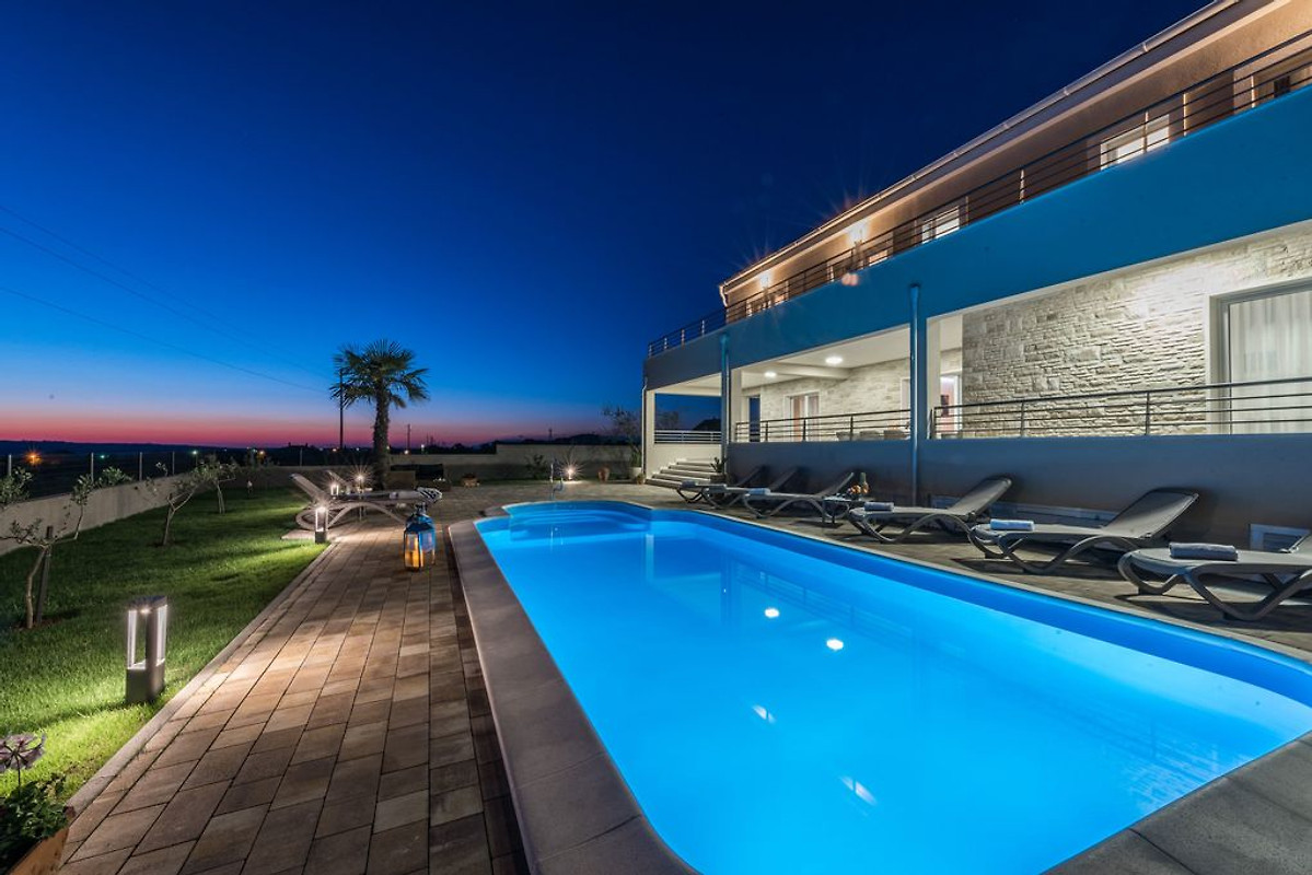 villa de luxe avec piscine chauff e maison de vacances zadar louer. Black Bedroom Furniture Sets. Home Design Ideas
