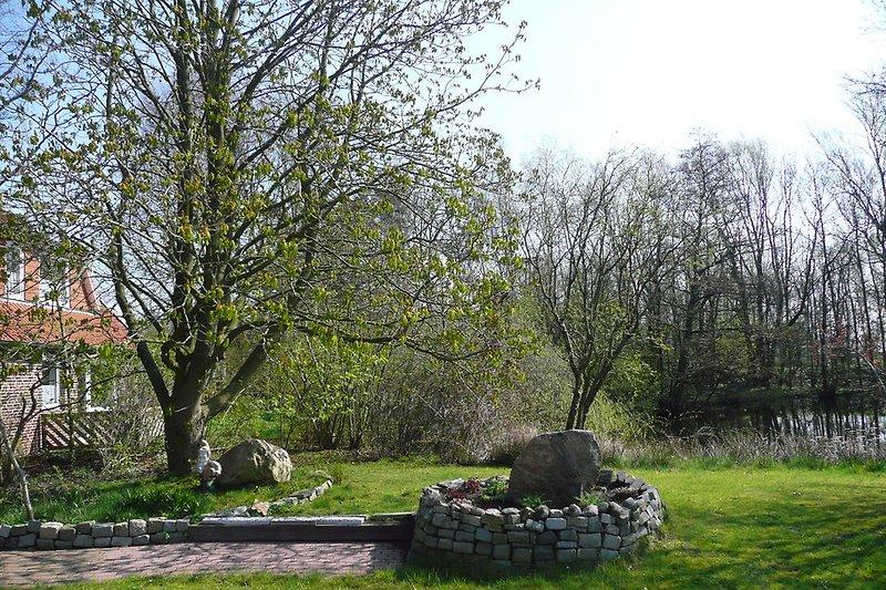 Terrasse mit Teich