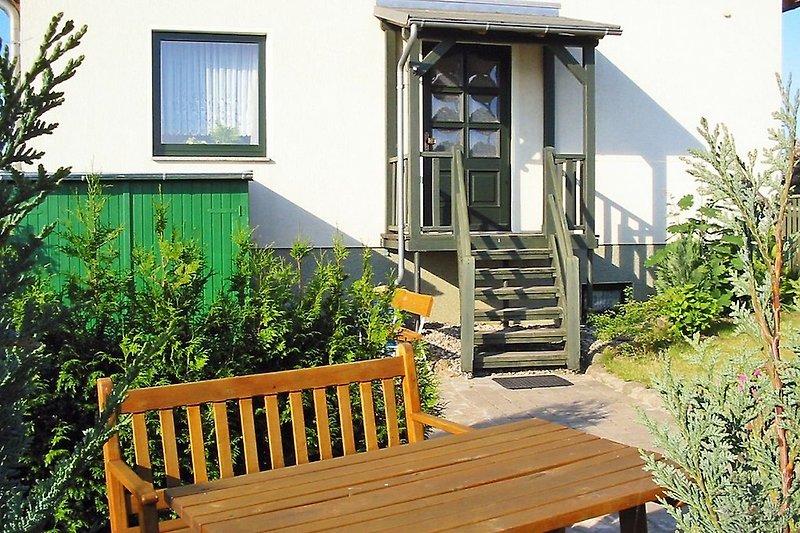 Blick von der Sitzecke zum Eingang zur Wohnung