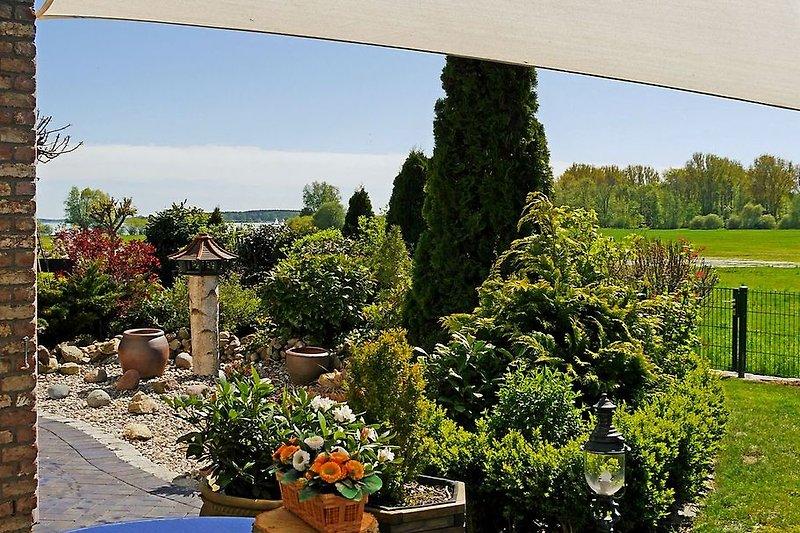 Terrasse mit Blick bis zur Müritz