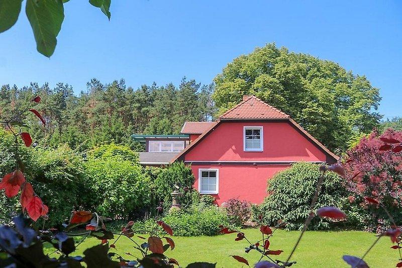 Die Dachterrasse ist inzwischen wintergartenartig verglast (s. links oben!)