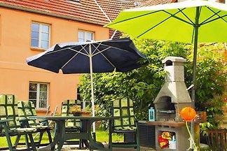 Am Eiscafé in der Altstadt-Wohng.3