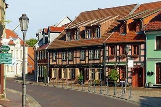 Am Eiscafé in der Altstadt-Wohng.1