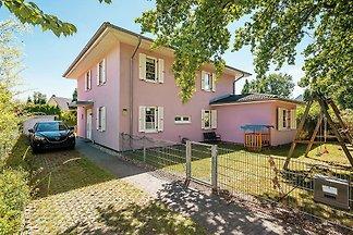 Landhausetage mit großem Balkon