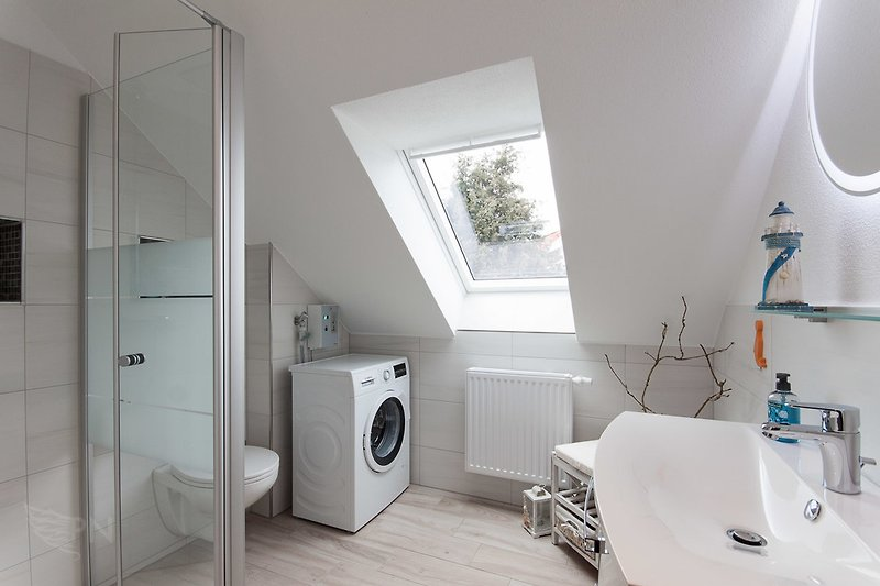 Badezimmer mit Waschmaschine