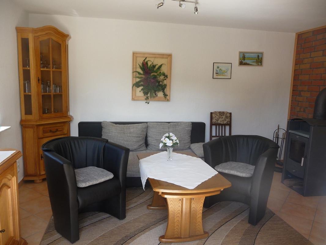 Bungalow am see ferienhaus in seehausen mieten - Eingerichtete wohnzimmer ...
