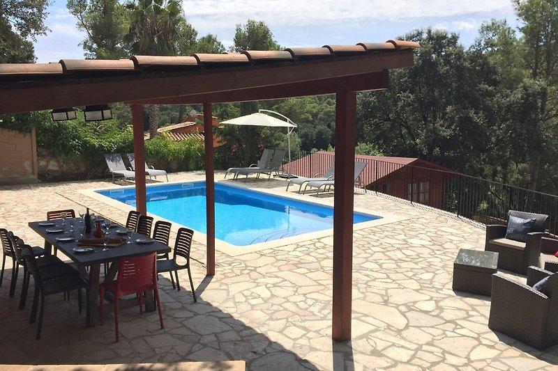Begur: freistehende Villa für max. 8-12 Personen mit privatem Pool, Außenküche und separatem Chalet.