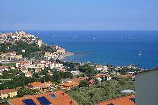 Großzügige, moderne freistehende Villa mit grandiosem Meerblick;  große Terassen + Außenanlagen zum Sonnenbaden;  Ruhige Lage am Hang ,1 km Entfernung zum Strand.