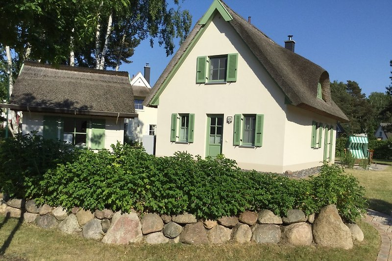 Vorderseite mit Gartenhaus