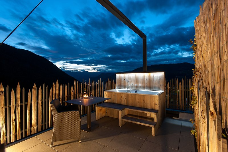 Private Dachterrasse mit Whirlwanne