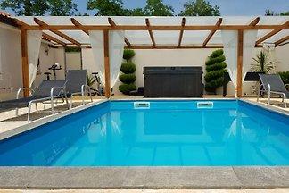 Vakantiehuis met zwembad en bubbelbad