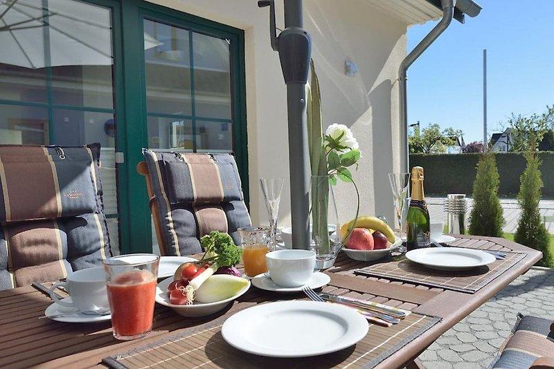 Terrasse - Frühstück im Sonnenschein