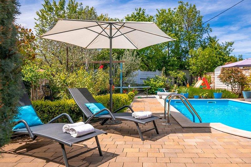 Neue Villa mit privatem Garten und Pool