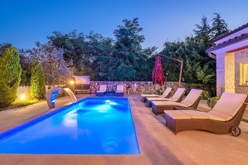 Villa Delle Rondini mit Whirlpool und privatem Pool