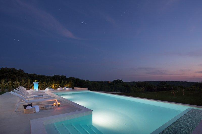 60 m2 Hydromassage beheizter Pool